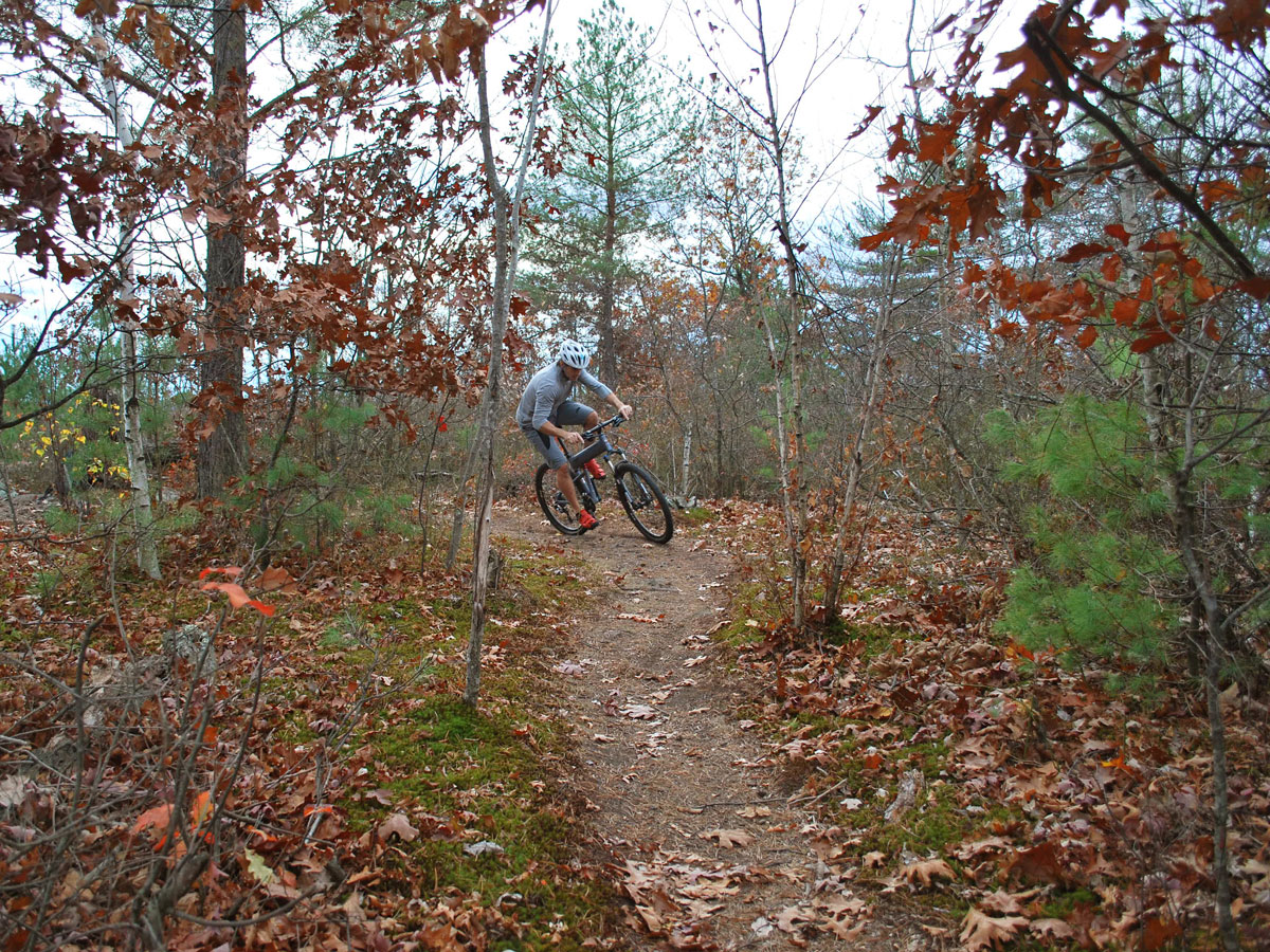Paratrooper-Highline-right-turn-on-trail2