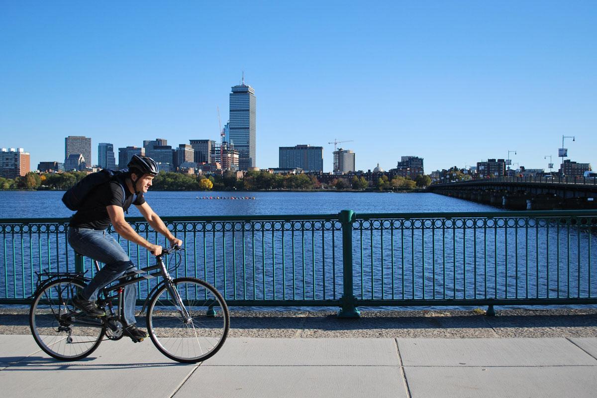 Urban-riding-by-esplanade